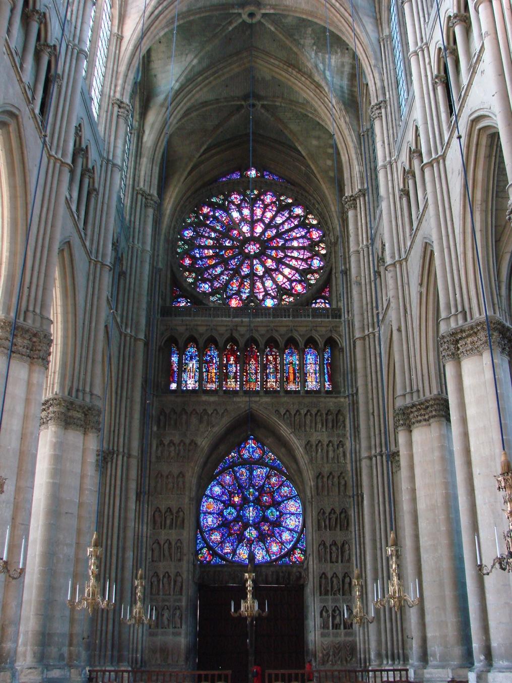 Cathédrale_de_Reims_intérieur.jpg